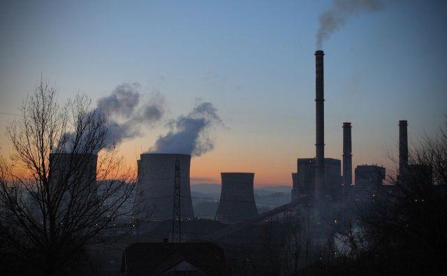 Življenje v bližini termoelektrarne Tuzla je zlasti v zimskem obdobju že zdaj zelo nevarno, ljudje za rakom na tem območju umirajo petkrat pogosteje kot v drugih primerljivih krajih v Bosni in Hercegovini. FOTO: Joze Suhadolnik / Delo