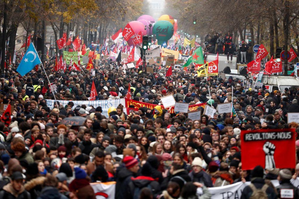 Socialni hrup po francosko v času velikega reformatorja Macrona