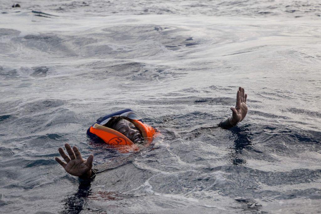 Ob prevrnitvi ladje pred obalo Mavretanije mrtvih 58 migrantov