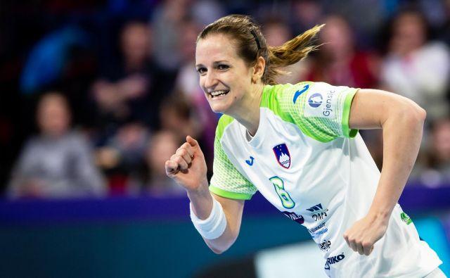 Ana Gros je bila proti Srbiji z desetimi zadetki najboljša slovenska strelka. FOTO: Jure Eržen/delo