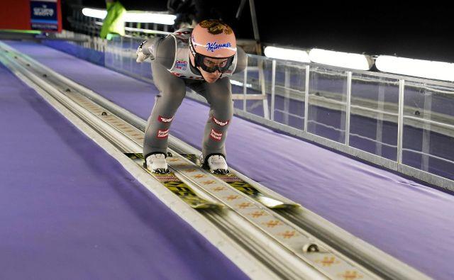 Avstrijski skakalni as Stefan Kraft je včeraj v Nižnem Tagilu pokazal svojo moč. FOTO: Reuters