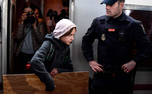 Greta Thunberg je danes dopoldne z vlakom prispela iz Lizbone v Madrid. FOTO: Oscar Del Pozo/AFP