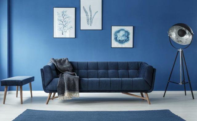 Barva leta 2020 je klasično modra, ki deluje brezčasno in elegantno. Foto Shutterstock