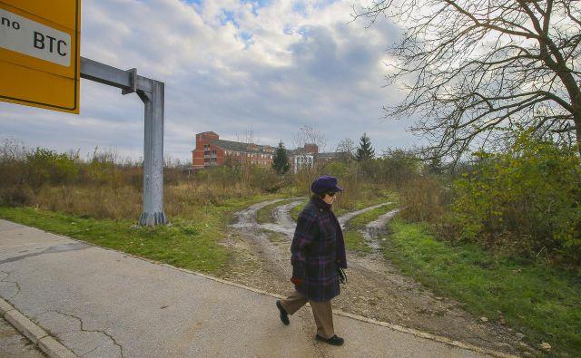K objektu Vrtnica v URI Soča bo zrasel prizidek, ostalih zemljišč pa ne potrebujejo. FOTO: Jože Suhadolnik/Delo