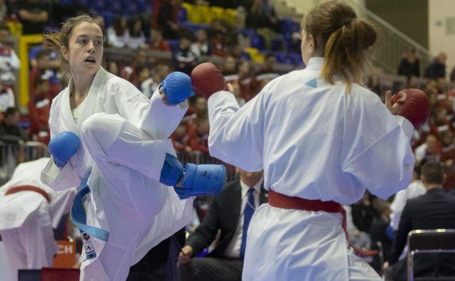 Urša Haberl (levo) se je ovenčala z naslovom balkanske prvakinje med mlajšimi članicami. FOTO: Voranc Vogel