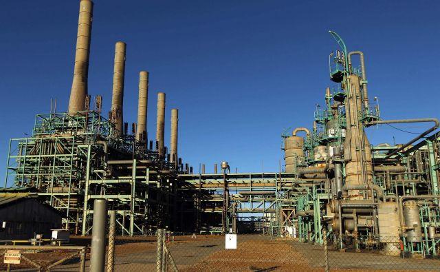 V Opecu, ki ima v rokah več kot 40 odstotkov svetovne ponudbe nafte, so seodločili, da bodo celoten svetovni trg skrčili za 1,7 odstotka. FOTO: AFP