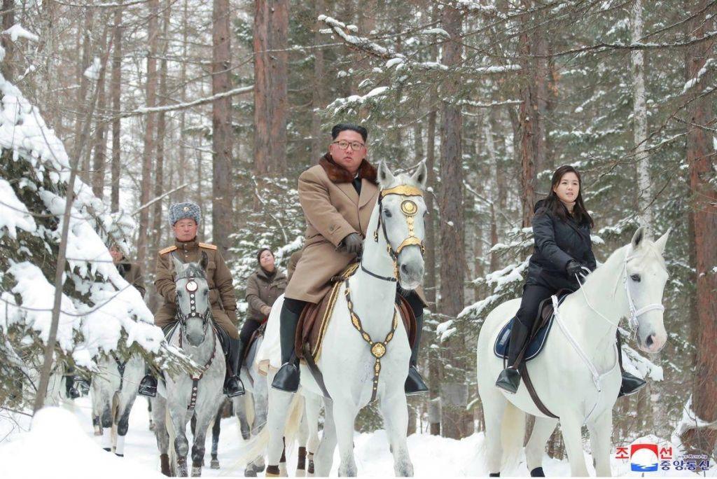FOTO:Kim znova v bojevniškem sedlu