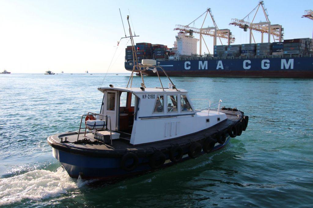 Kdo bo dobil donosen posel pomorske pilotaže?