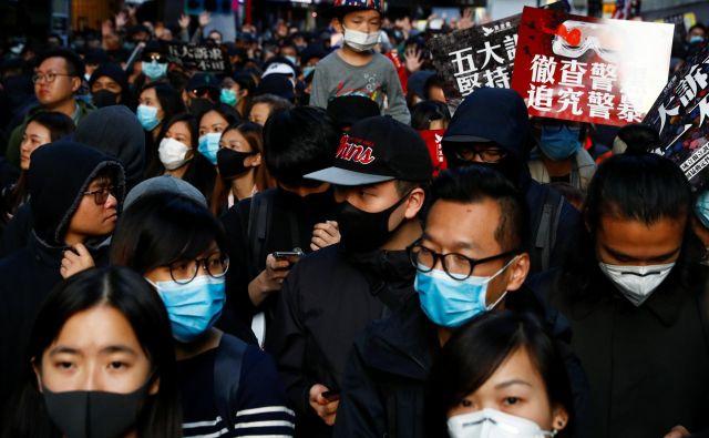Organizatorji protestov so hongkonške oblasti opozorili, da imajo zadnjo priložnost za končanje politične krize. FOTO: Thomas Peter/Reuters