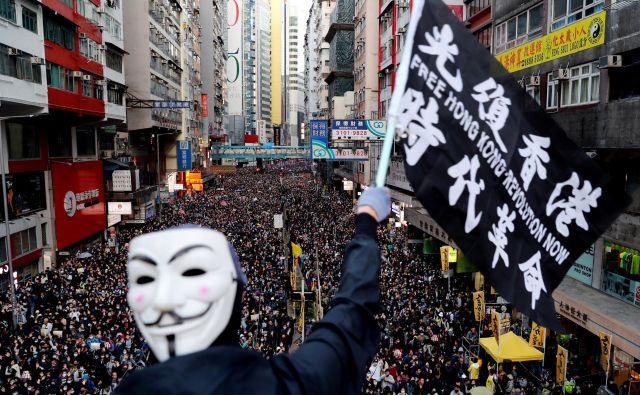 Organizatorji so vztrajali pri mirnih protestih. Foto: Reuters