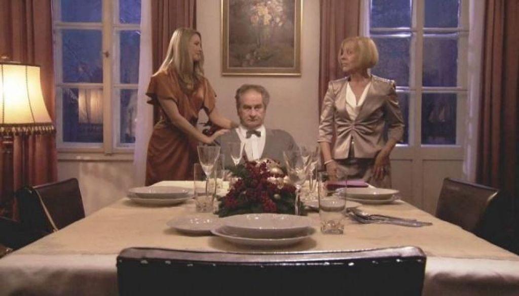 TV namigi: Božična večerja, Niti besede in Tednik