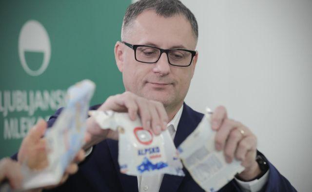 Tomaž Žnidarič, direktor Ljubljanskih mlekarn, med predstavitvijo reciklaže embalaže Tetra Pak. FOTO: Uroš Hočevar/Delo