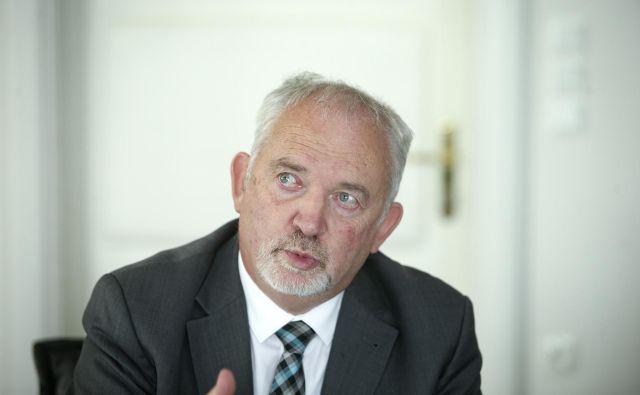 Po oceni ZZZS, ki ga vodi Marjan Sušelj, bo sprememba povzročila 70 milijonov evrov letnega primanjkljaja v zdravstveni blagajni. FOTO: Jože Suhadolnik/Delo