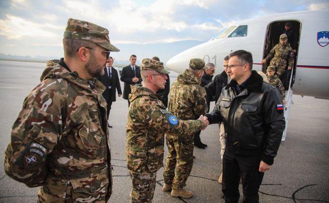 Predsednik vlade Marjan Šarec se je srečal s pripadniki slovenskega kontingenta v BiH, ki delujejo v okviru operacije EUFOR Althea in Natovega poveljstva v Sarajevu. FOTO: STA