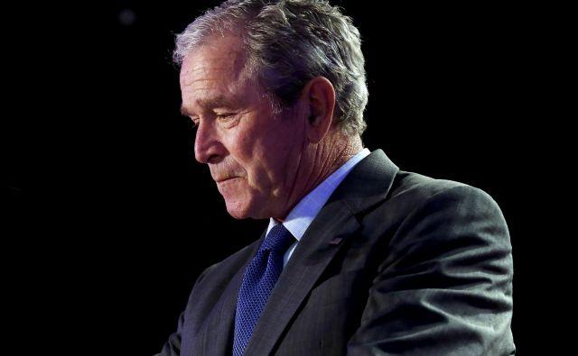 Vojno v Afganistanu je začel republikanski predsednik George W. Bush manj kot mesec dni po terorističnih napadih na New York in Washington.