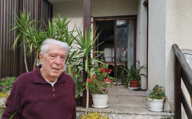 Dr. Dragoljub Micić je kot generalni direktor 14 let vodil nekoč izjemno znano tovarno avtomobilov v Kragujevcu, Zastavo. S 56 tisoč zaposlenimi je bila takrat največje podjetje v nekdanji Jugoslaviji in Micić najpomembnejši direktor v tej državi. Foto Milena Zupanič