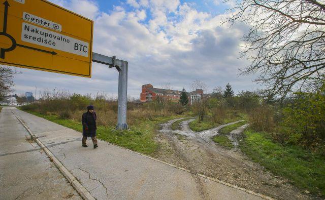 Dražba za zemljišča ob URI Soča bo preložena na prihodnji teden. FOTO: Jože Suhadolnik/Delo