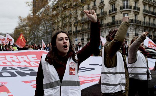 Francozi preplavljajo ulice proti pokojninski reformi. FOTO Afp