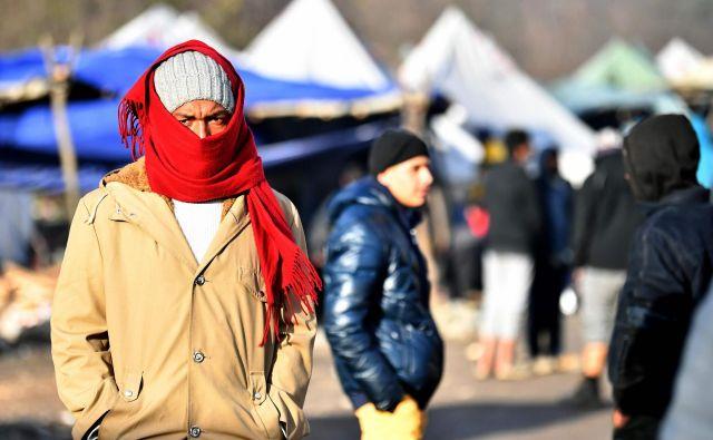 Improvizirani tabor Vučjak je po prepričanju Evropske unije preblizu njenih meja, življenje v njem pa nehumano. Oblast v BiH se je odzvala z napovedjo selitve. FOTO: Elvis Barukčić/AFP