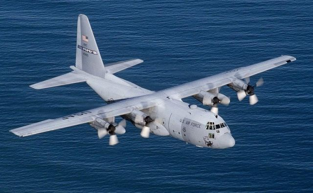 Izginulo letalo je vojaški štirimotornik tipa C-130 Hercules. Fotografija je simbolična. FOTO: Wikipedija