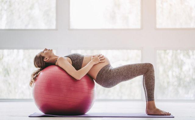 Vadba je v nosečnosti priporočljiva tudi zaradi lažjega poroda. Foto Gettyimages