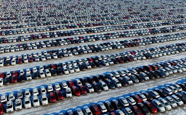 Predvsem Kitajska letos z opazno nižjimi številkami svetovno prodajo vleče precej navzdol. Foto Reuters