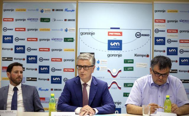 Predsednik RZS Franjo Bobinac (v sredini), podpredsednik Boštjan Kozole in generalni sekretar Goran Cvijič naj bi do konca tedna izbrali novega selektorja, morda se bo to zgodilo že nocoj. FOTO: Uroš Hočevar