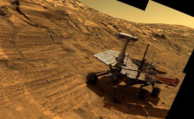 Rover Opportunity v kraterju Endurance. FOTO: Nasa