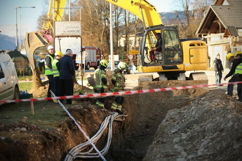 FOTO:Neprevidni gradbinci ogrožajo plinovod