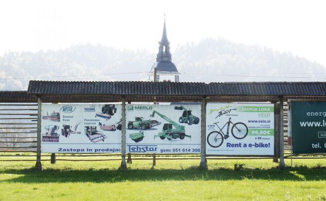 V občini Škofja Loka je največ oglasov na kozolcih. Arhiv Landezine