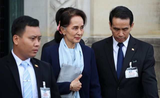 74-letna voditeljica Burme državo brani na Meddržavnem sodišču v Haagu. FOTO: Yves Herman/Reuters