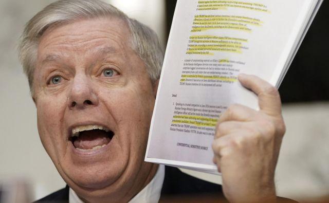 Republikanski senatorLindsey Graham opozarja na nedokazane trditve Steelovega dosjeja.FOTO: Win Mcnamee/AFP