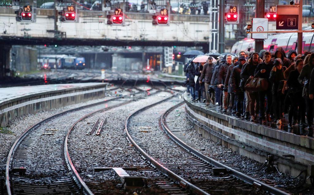 Vodi jih ljudski vlak... v preteklost