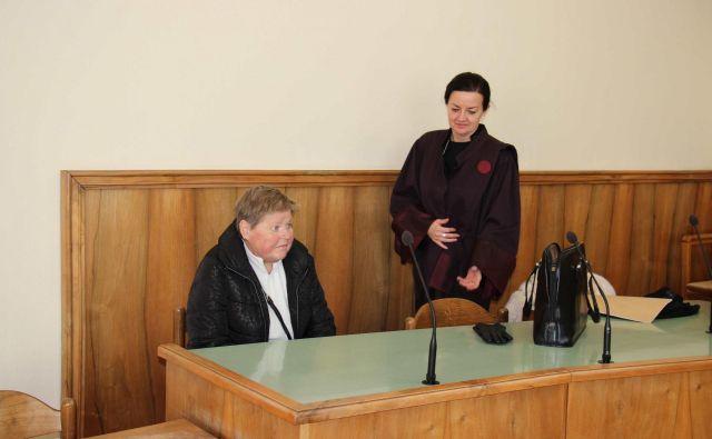 Milica Habič z odvetnico Klavdijo Kerin. FOTO: Tanja Jakše Gazvoda
