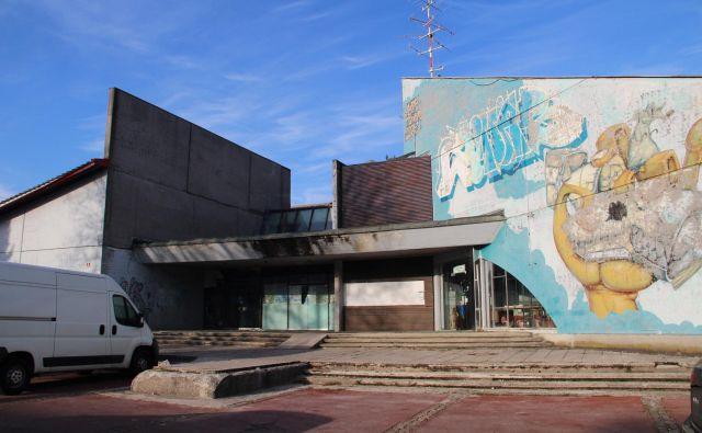 Zapuščeni center bo kmalu namenjen razvedrilu. Foto Simona Fajfar