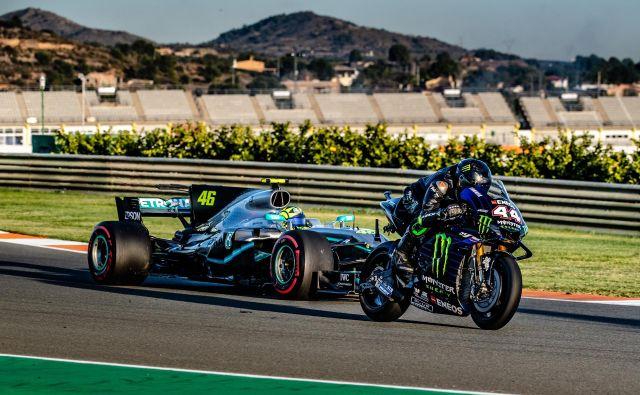 Lewis Hamilton in Valentino Rossi sta zamenjala svoja»jeklena konjička«. FOTO: Monster