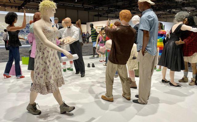Umetnost? Tudi, ampak kaj je v Miamiju ob kupčijah najpomembnejše, je morda najbolje ponazoril Tom Friedman s svojo mizansceno Cocktail Party. Foto Reuters