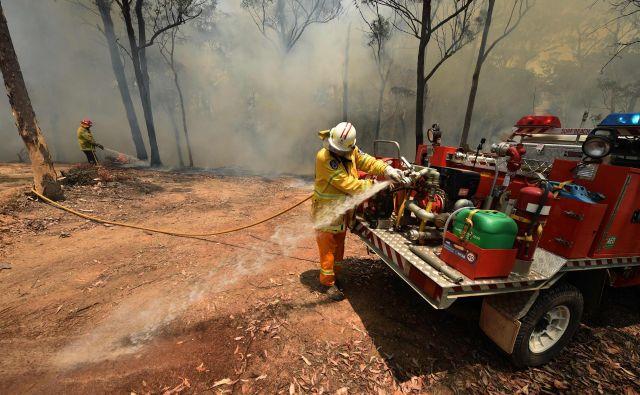 Gasilci se že mesece borijo z ognjenimi zublji v Novem Južnem Walesu. FOTO: Afp