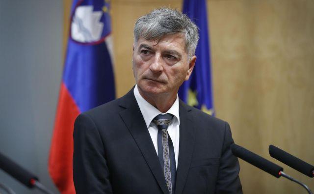 Rudi Medved, minister za javno upravo, je občine razveselil: država bo do njih prevzela 30 milijonov evrov stroškov. FOTO:Leon Vidic/Delo