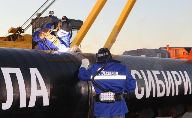 Plinovod Severni tok 2 gradi ruski koncern Gazprom, med nemškimi podjetji sta največja Uniper in Wintershall, ki skrbita za polaganje cevi v Severnem morju. Foto Gazprom