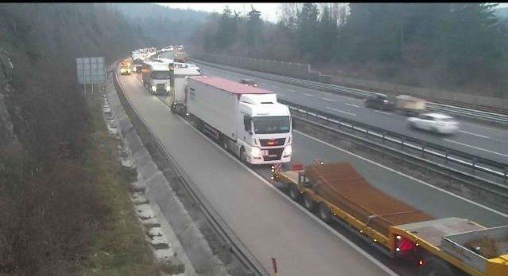 Promet na primorski avtocesti je bil znova ohromljen