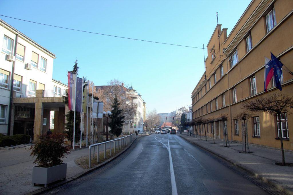 Namesto prizidka bodo dobili stavbo na drugi strani ceste
