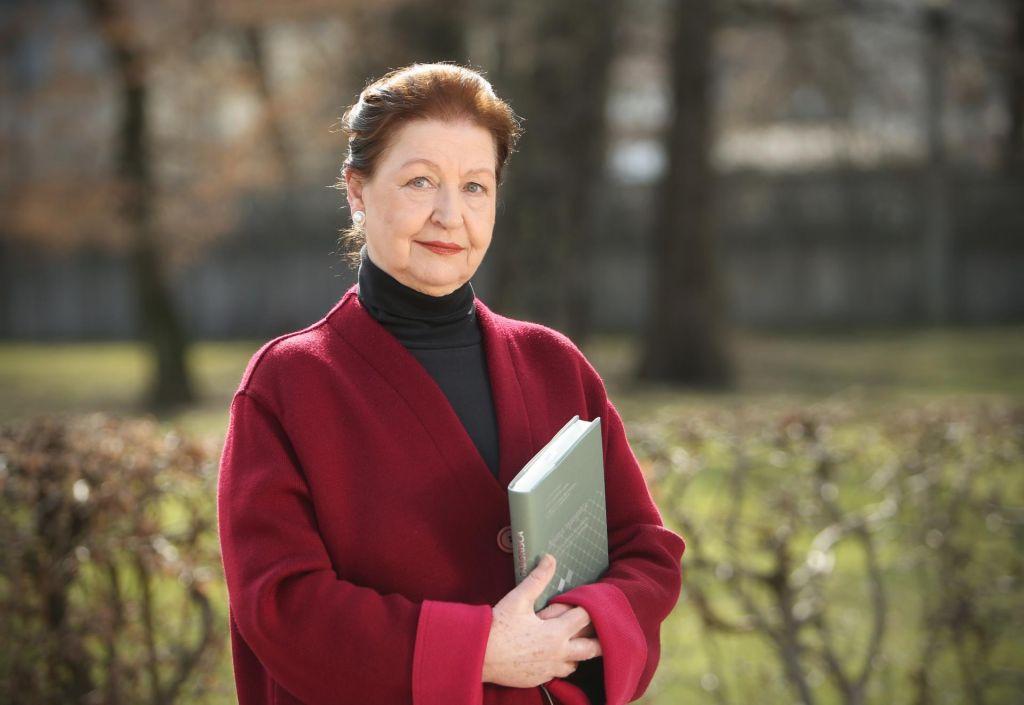 Novinarka in publicistka Alenka Puhar je prejela priznanje ZNP za življenjsko delo