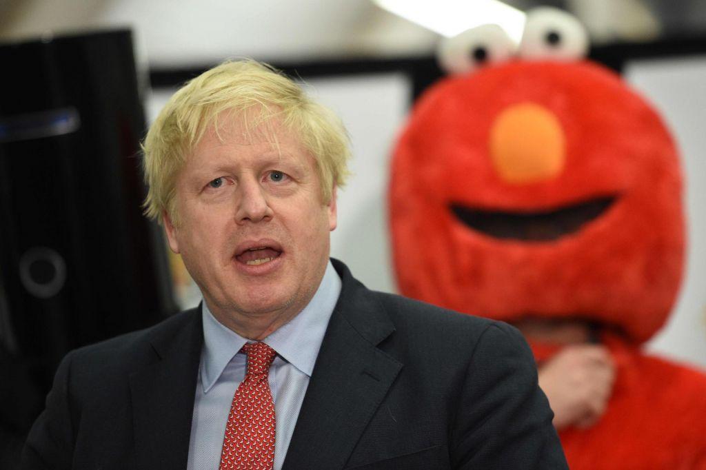 Johnsonovi torijci slavijo prepričljivo zmago na predčasnih volitvah
