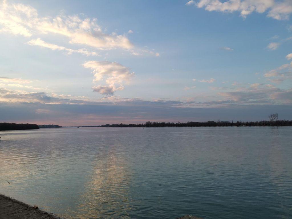 FOTO:Spor Hrvaške in Srbije zaradi meje na Donavi
