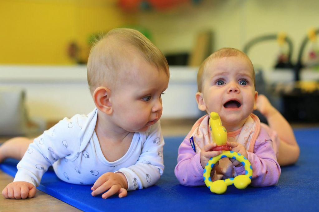 FOTO:Koliko in kdaj več za starše novorojencev
