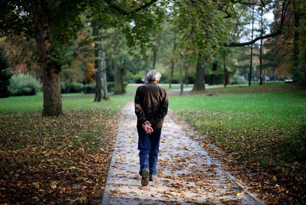 FOTO:Starejši ljudje bi si morali pozimi prizadevati za čim več korakov