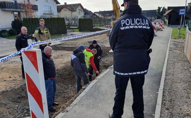 Intervencija policistov po eksploziji plina v jaških v Britofu pri Kranju. FOTO: Policijska uprava Kranj