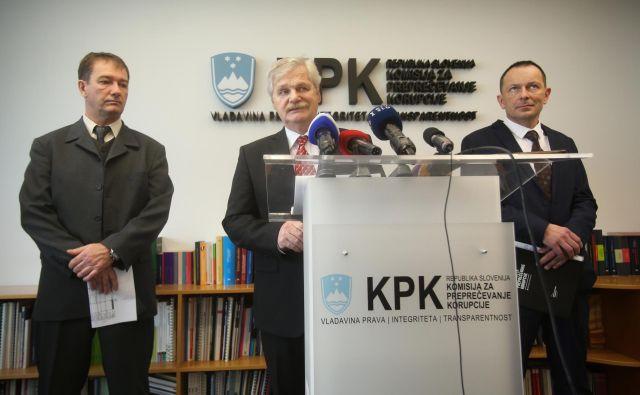 Predsednik Boris Štefanec (na sredini) z namestnikoma Simonom Savskim (levo) in Urošem Novakom (desno). FOTO: Jure Eržen/Delo