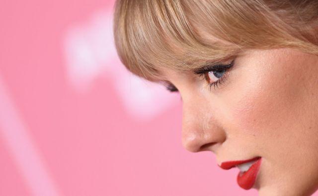 Ameriška pevka Taylor Swift se je udeležila dogodka Billboardova ženska leta 2019 v Holllywood Palladiumu v Los Angelesu. Za žensko leta 2019 je tokrat Billboard razglasil sedemnajstletno pevsko senzacijo Billie EIlish. FOTO: Valerie Macon/Afp